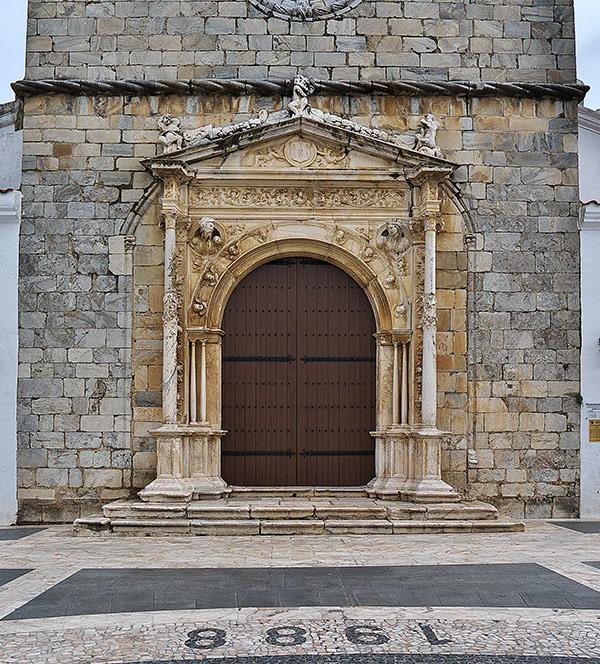 Olivenza puerta de Iglesia